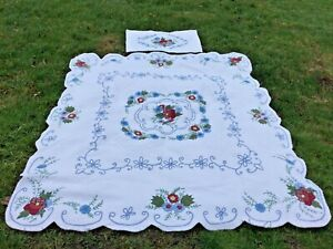 EXCEPTIONAL CONTEMPORARY HANDMADE APPLIQUE QUILT LOTS OF FINE HAND SEWN QUILTING