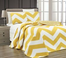 3pcs Yellow White Reversible Chevron Printed Zig Zag Quilted Coverlet Set, Queen