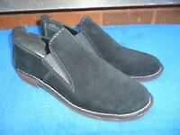 Ladies Clarks ' Somerset ' Black Suede Leather Shoes Size 7.5 D UK , VGC.
