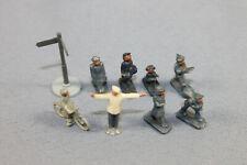 Wiking 7 Figuren in Grau darunter ein Fahrradfahrer + Polizist & Wegweiser