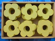 240 Stück Holzblumen Holzblüten Lochblumen hellgelb 4cm in 5 Holzboxen
