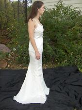 DAVIDS BRIDAL  IVORY WEDDING GOWN  SIZE  4 SPG STRAP BR1018 NWT