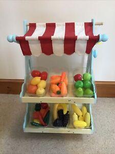 Le Van Toy Wooden Market Stall &Trays Of Plastic Play fruit / Veg & Basket
