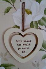 CUORE in legno shabby chic vintage sospeso preventivo. l'amore rende il mondo di andare in giro.