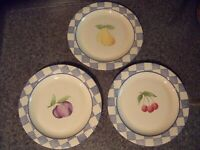 Pfaltzgraff Hopscotch 3 dinner plates  with fruit center Stoneware Retired 1999
