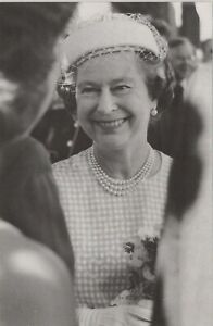 Royalty Postcard - H.M.The Queen Visits Sark in 1989 -RR7921