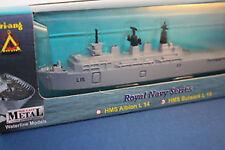TRI-ANG N711 HMS Bulwark scala 1/1200