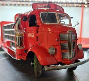 Danbury Mint 1938 GMC Coca Cola Delivery Truck Replica with cases of Coca-Cola