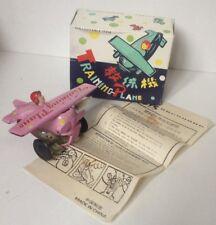 Piano formazione Vintage Tin Toy WIND Up Clockwork Aeroplano Cina Rosa 1970s