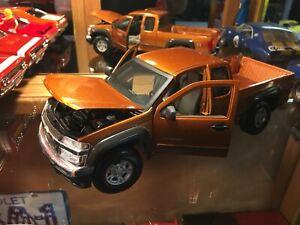 1/18 Chevrolet Colorado Pick-Up Truck Maisto. Orange