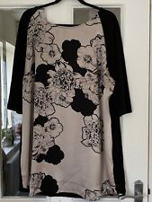BRAND NEW M & S BLACK & CHAMPAGNE FLORAL SCOOP NECK TUNIC TOP - SIZE 24!!