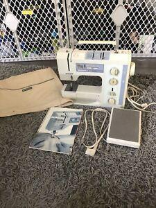 Bernina 1020 Sewing Machine w/ tray, Foot Pedal, Manual, Bobbin, Carrying Case