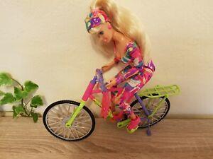 Gelenkige  Barbie von Mattel  mit Fahrrad
