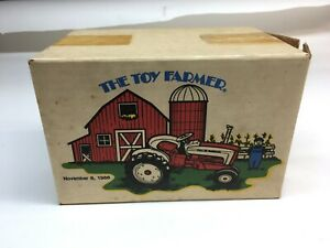 1/16 SCALE FORD 901 TRACTOR 1986 TOY FARMER # 9