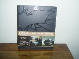 Batman the dark knight   gadgets  armes  véhicules et documents secrets de la Ba