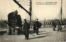 CPA  boulogne - sur - mer .- Quai gambetta - Embarquement des filets  (196453)