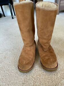 UGG fur lined boots. Size 5.5. Excellent condition . Worn once