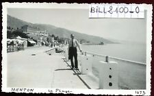Menton. Alpes-Maritimes . la plage . photo ancienne . septembre 1946