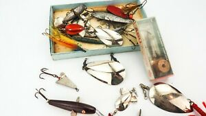 LARGE QUANTITY OF GOOD QUALITY VINTAGE LURES AND SPOONS