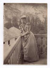 PHOTO ANCIENNE MODE FASHION Femme Vers 1900 Portrait Robe Carreaux Balcon