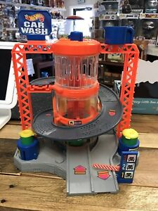 1996 HOT WHEELS 3-STORY CAR WASH PLAYSET - MATTEL