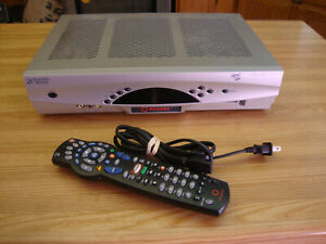 ROGERS SCIENTIFIC ATLANTA EXPLORER 8300HD CABLE  BOX WITH REMOTE & POWER ADAPTER