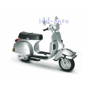 NEW RAY 1978 VESPA P200E DEL 1/12 VINTAGE SCOOTER MOTORCYCLE SILVER 42123
