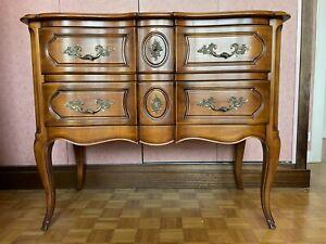Commode sauteuse style Louis XV