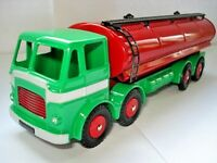 Atlas Dinky Supertoy Leyland Octopus Red + Green Fuel Tanker mint condition