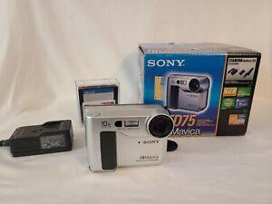 Sony Mavica MVC-FD75 Camera: Battery, Charger, Manual,, Manual, Box, Extra discs