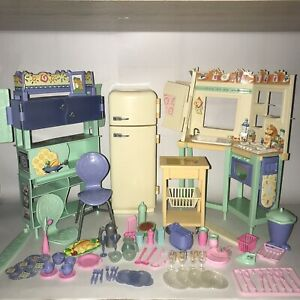 2000 Mattel Barbie All Around Home Kitchen and Dining Play sets diorama model