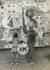 VOTEZ...Peinture BERNARD LORJOU Politique Enfant Election Photo 1968