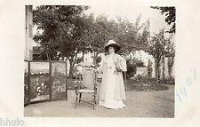 BD657 Carte Photo vintage card RPPC Femme woman mode fashion paravent chapeau