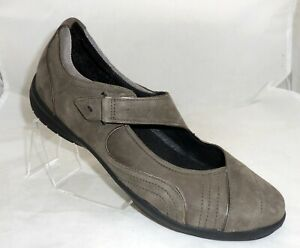 New CLARKS WAVE Womens SIZE 10 M GRAY Suede Hook & Loop Closure Mary Janes