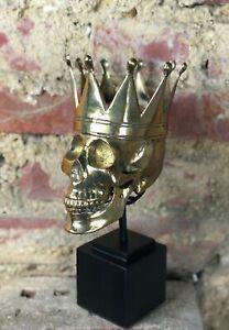 Crâne / tête de mort / vanité en laiton doré  sur socle en métal noir