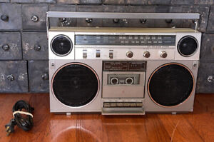 General Electric GE Model 3-5257A AM/FM Stereo Radio/Cassette Recorder-Boombox