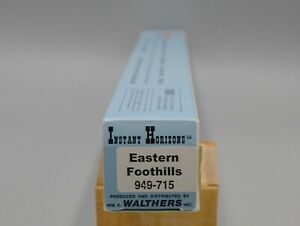 Walthers #949-715 Eastern Foothills Background Scenery