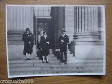 photo ancienne photographie PERSONNAGES DEVANT MONUMENT A IDENTIFIER ANNEES 30