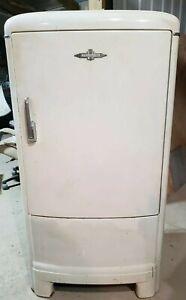 GM Frigidaire Refrigerator Year 1940 Vintage General Motors Running