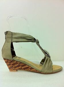 """WOMENS SHOES NEW""""GLEAM""""BY NO!SHOES CHIC LOW WEDGE HEEL STRAPPY SANDALS IN CAMEL"""