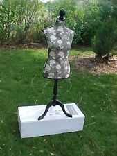 DRESS FORM DRESSFORM HUDSON 43 DECORATIVE ADJUSTABLE STAND HEIGHT GARDEN FLOWERS