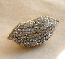 Lips Ring w Clear Crystals on Gold-tone Stretch Linked Band / 1 Size Fit