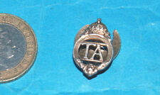 TERRITORIAL ARMY NUMBERED WW11 KINGS CROWN LAPEL BUTTON-HOLE BADGE.
