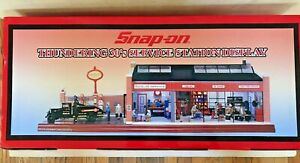 Snap On Thundering 30's Garage Diorama 1:24. RARE & NEW. *cars not included