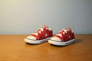 CONVERSE ONE STAR UNISEX RED CANVAS LOW TOP SNEAKERS - SIZE 9M