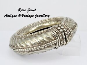 WIDE VINTAGE SILVER BANGLE ARMLET FABULOUS LARGE TRADITIONAL ASIAN DESIGN 554G!