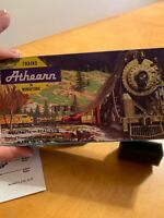 Vintage Athearn HO Scale Train Bay Window Caboose T2