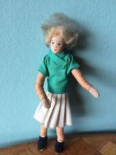 Frau Erna Meyer Faltenrock Puppenstube Puppenhaus 1:18 dollhouse doll