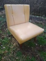 Mid Century Modern Slipper Chair, Yellowish Cream Vinyl, VGC, see shipping costs