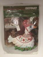 New Vintage Bernat Gertrude Goose Felt Craft Centerpiece 1984 W00220 Sealed